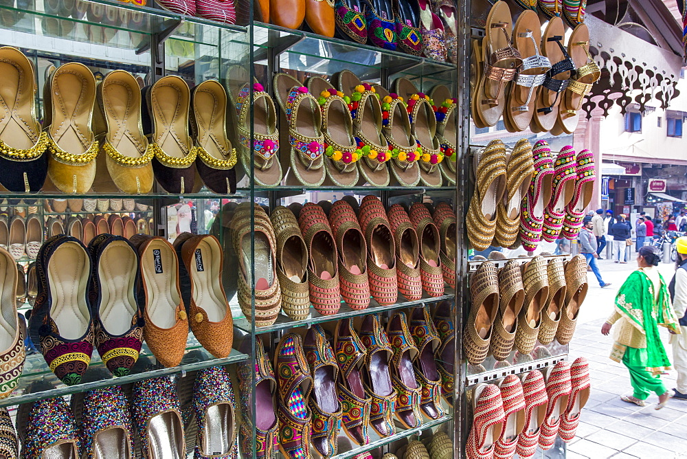 Traditional Indian slippers for sale, Amritsar, Punjab, India, Asia - 794-4595