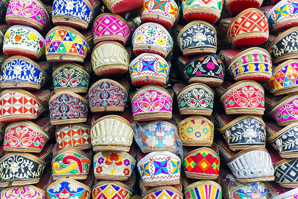 Traditional Indian slippers for sale, Amritsar, Punjab, India, Asia - 794-4601