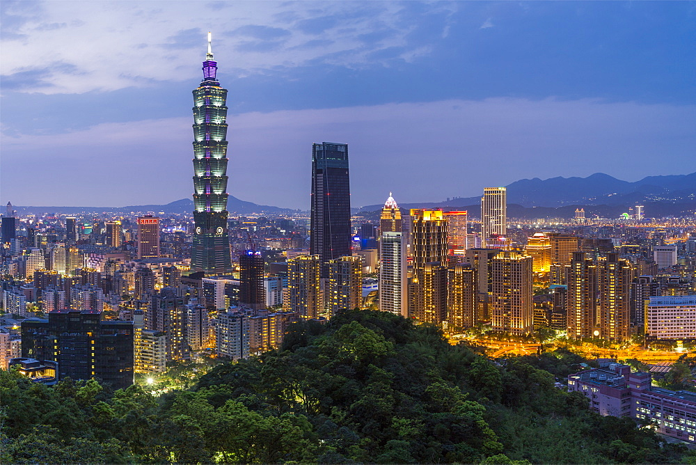City skyline and Taipei 101 building in the Xinyi district, Taipei, Taiwan, Asia - 794-4608