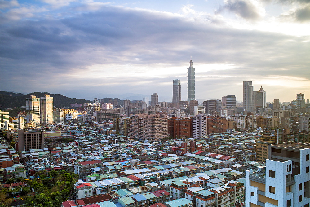 City skyline and Taipei 101 building, Taipei, Taiwan, Asia