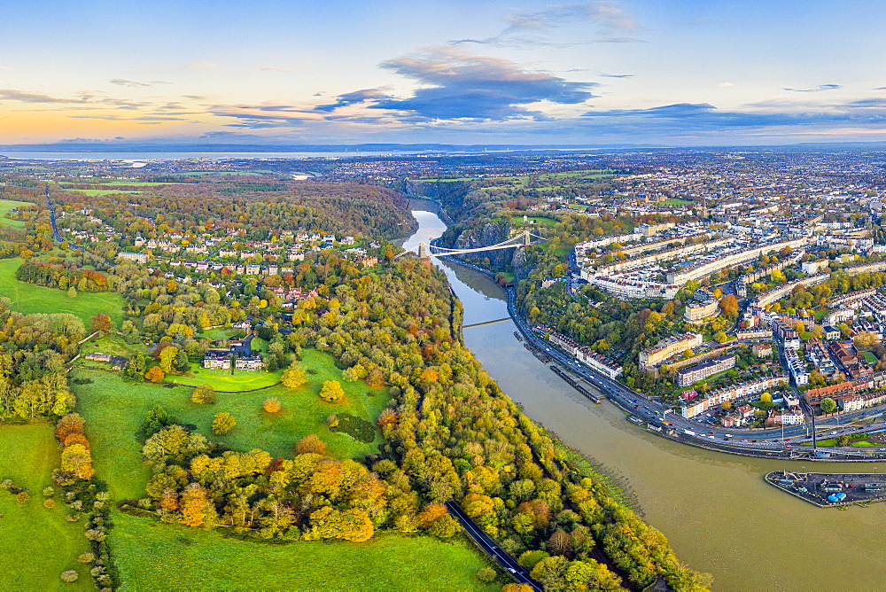 Clifton Suspension Bridge spanning the River Avon and linking Clifton and Leigh Woods, Bristol, England, United Kingdom, Europe - 794-4682