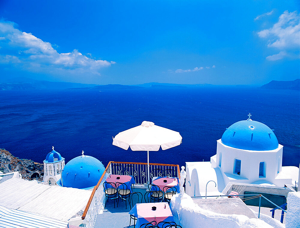 Restaurant by ocean, Oia, Santorini, Cyclades, Greek Islands, Greece, Europe - 795-629