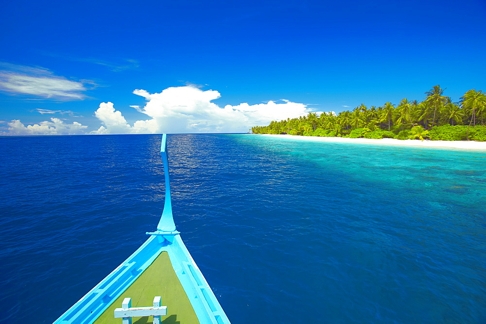 Maldivian fishing boat (dhoni) and tropical island, Maldives, Indian Ocean, Asia