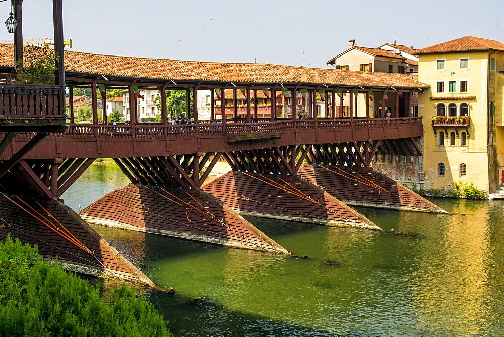 Ponte Vecchio bridge over the River Brenta, Bassano del Grappa, Veneto region, Italy, Europe - 796-2521