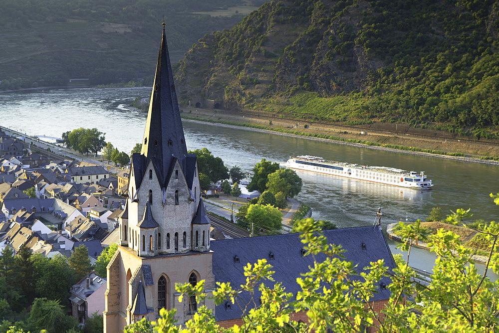 Liebfrauenkirche and River Rhine, Oberwesel, Rhineland-Palatinate, Germany, Europe