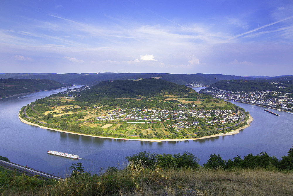 View of bend in River Rhine, Boppard, Rhineland-Palatinate, Germany, Europe