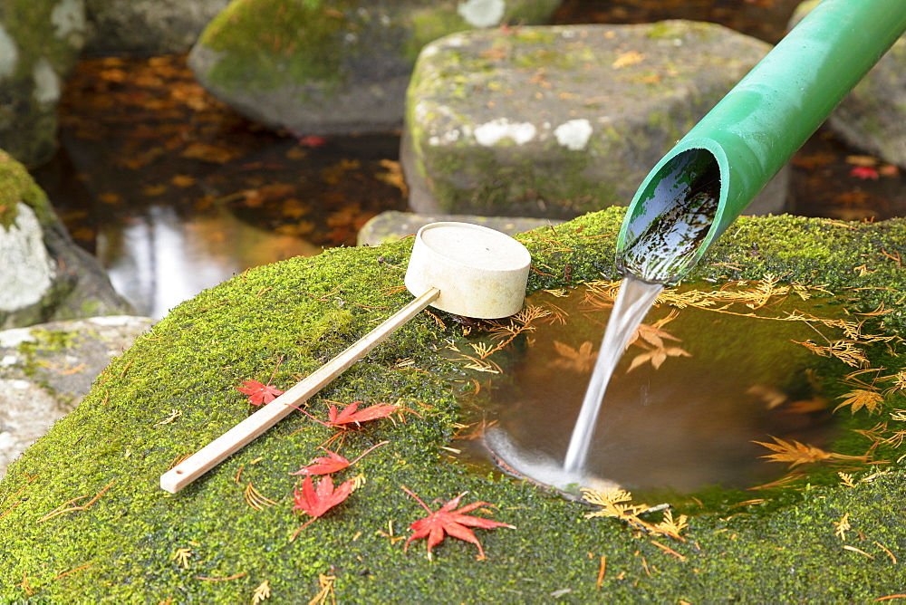 Ladle and water fountain, Ogimachi, Shirakawa-go, Toyama Prefecture, Honshu, Japan, Asia