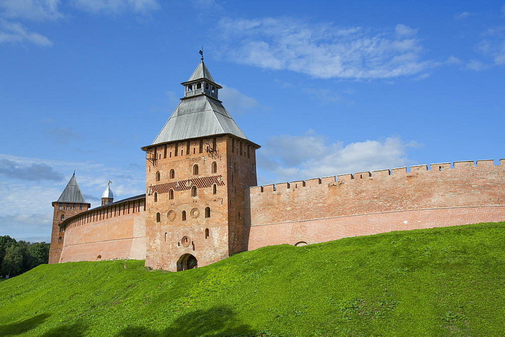 Kremlin Wall with Towers, UNESCO World Heritage Site, Veliky Novgorod, Novgorod Oblast, Russia, Europe