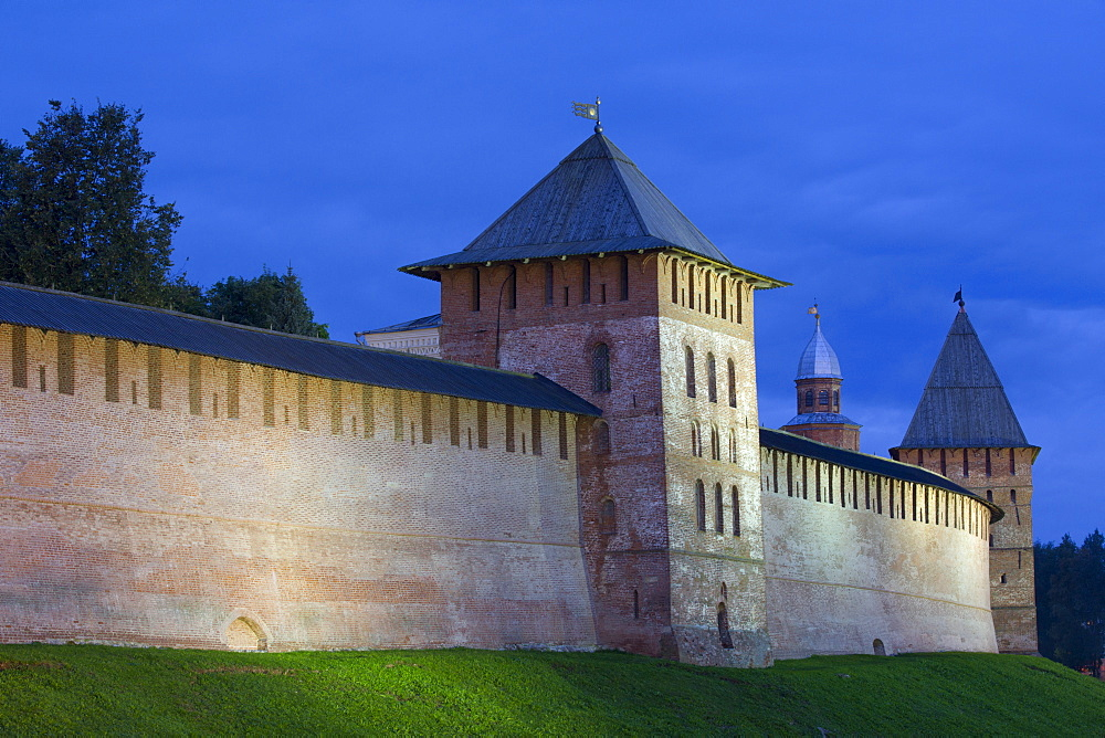 Kremlin Wall with Towers, evening, UNESCO World Heritage Site, Veliky Novgorod, Novgorod Oblast, Russia, Europe