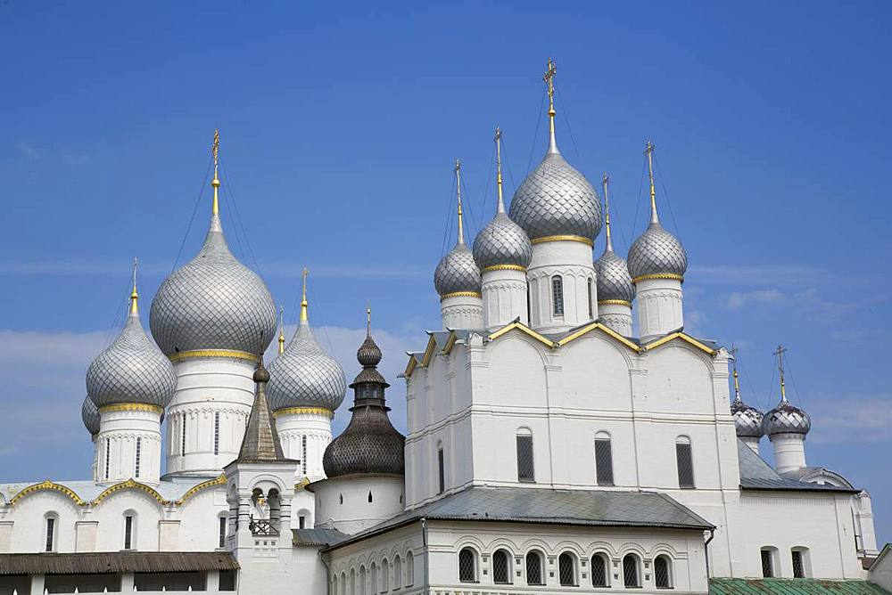 Resurrection of Christ Gate Church, Assumption Cathedral in the background, Rostov Veliky, Golden Ring, Yaroslavl Oblast, Russia, Europe