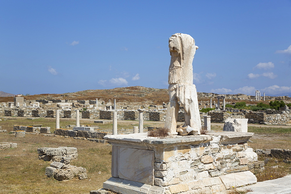 Roman statue of General Caius Billienus, Delos Island, UNESCO World Heritage Site, Cyclades Group, Greek Islands, Greece, Europe