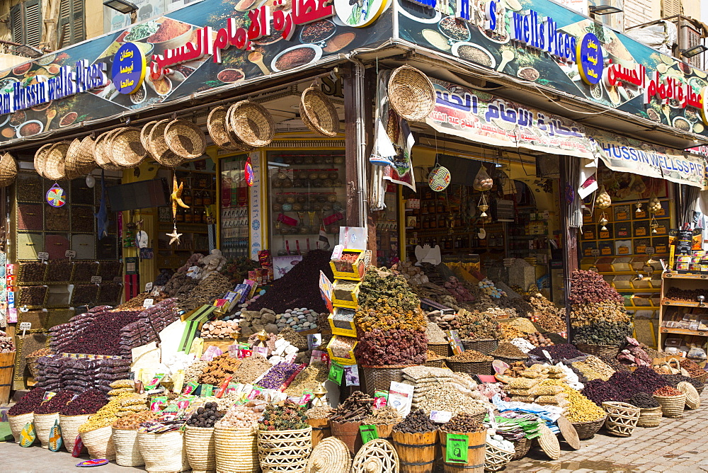 Spices for sale, Sharia el Souk (Bazaar), Aswan, Egypt, North Africa, Africa - 801-2914