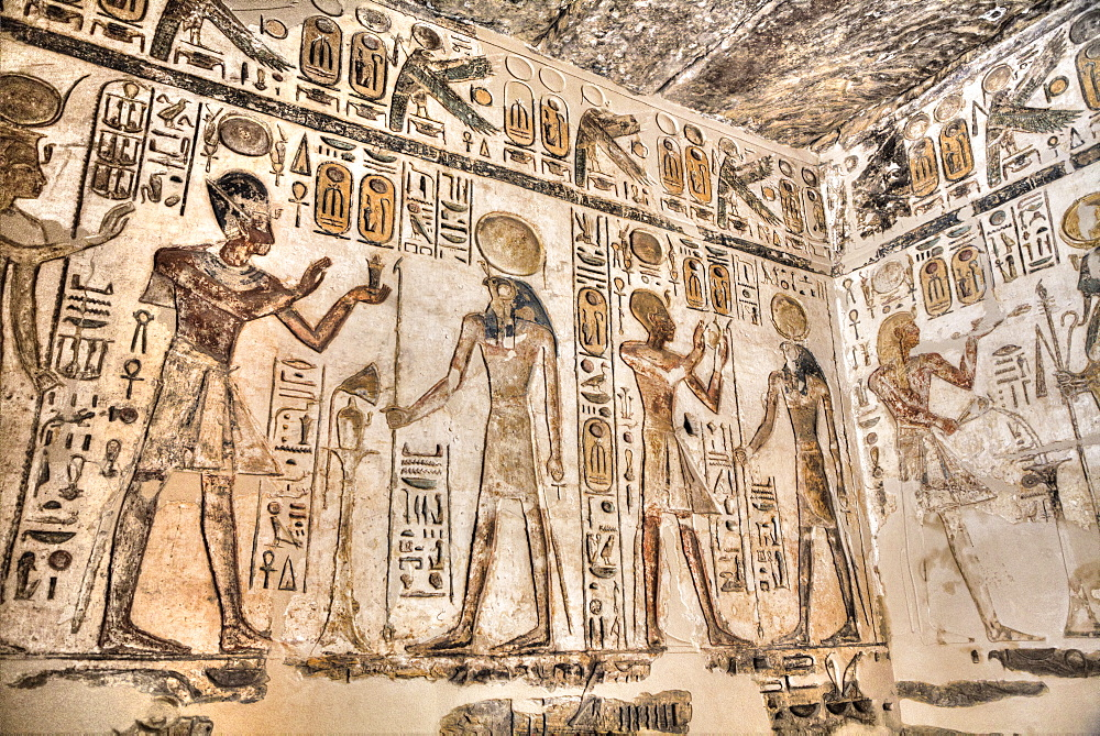 Relief, Pharaoh and Deities, Temple of Khonsu, Karnak Temple Complex, UNESCO World Heritage Site, Luxor, Thebes, Egypt, North Africa, Africa - 801-3003
