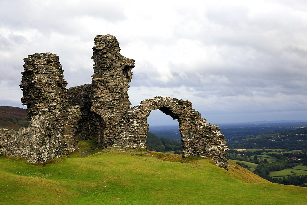 The ruins of Dinas Bran, a medieval castle near Llangollen, Denbighshire, Wales, United Kingdom, Europe - 802-335