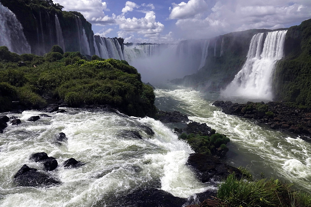 The Falls at Foz do Iguacu, Iguacu National Park, UNESCO World Heritage Site, Brazil, South America