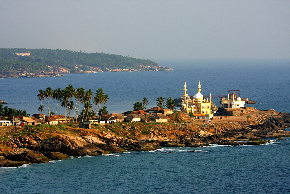 Mosque by the seashore, Kovalam, Trivandrum, Kerala, India, Asia - 804-105