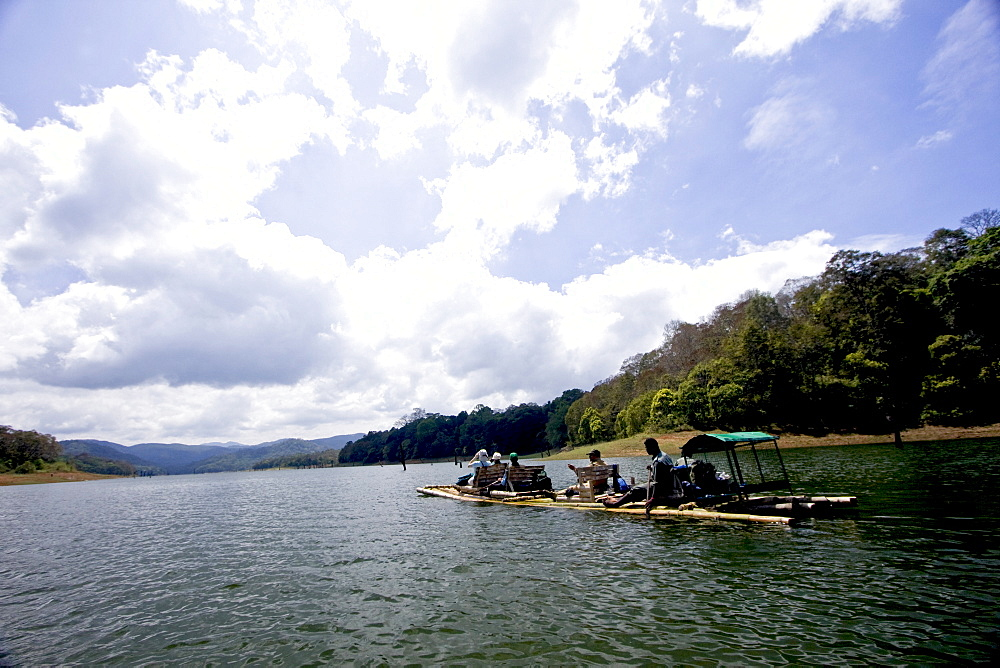 Bamboo rafting, Periyar Tiger Reserve, Thekkady, Kerala, India, Asia - 804-320