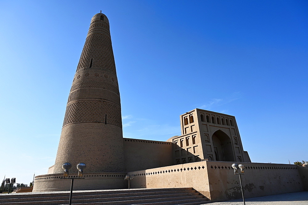 Emin Tower and Uyghur mosque, built in 1777 from wood and brick, Turfan, Silk Road, Xinjiang, China