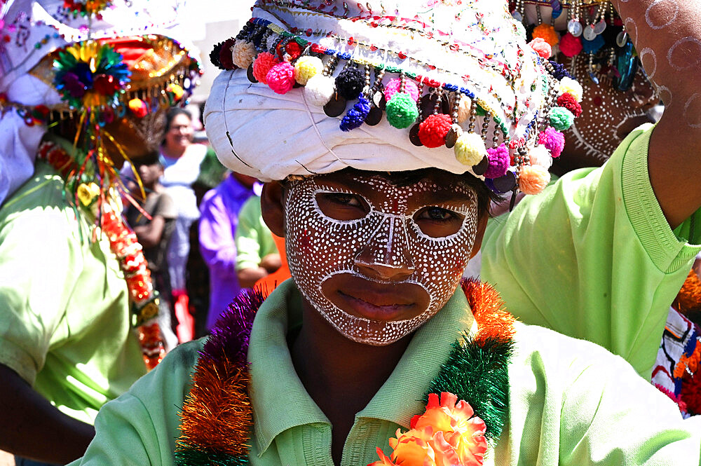 Adivasi tribal man, face decorated and wearing ornate decorated headgear to celebrate Holi festival, Kavant, Gujarat, India, Asia