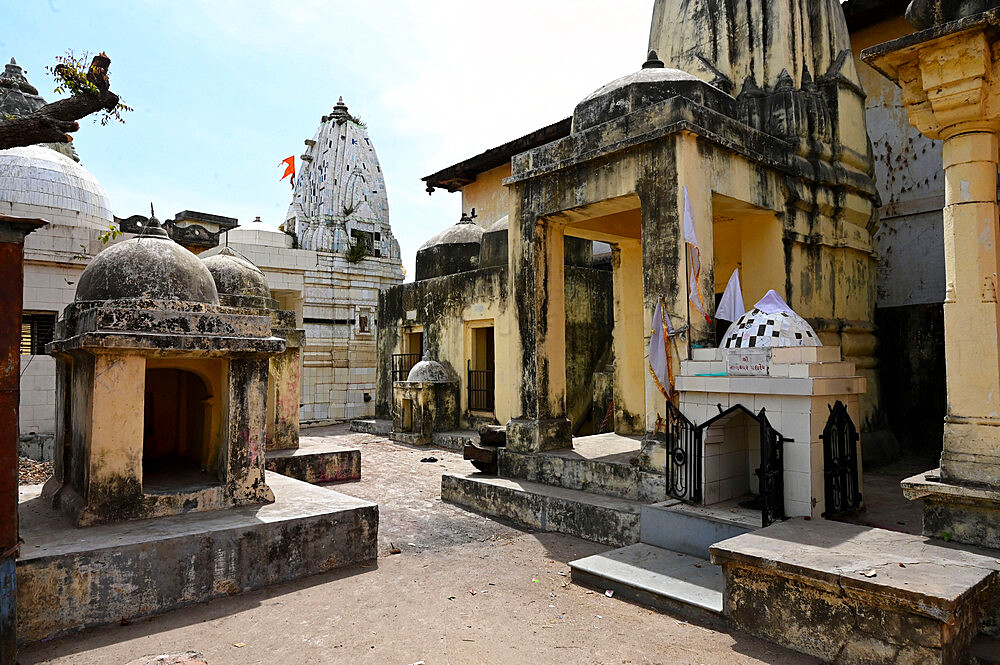 Cluster of small temples in the sacred temple town of Chandod where rivers Saraswati, Narmada and Orsang meet, Chandod, Gujarat, India, Asia