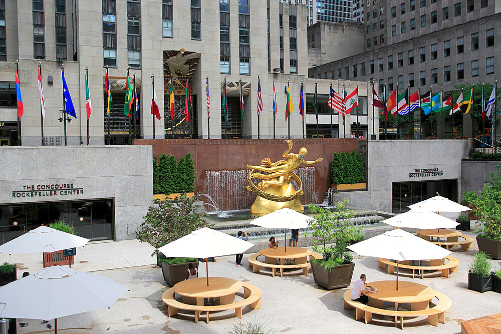 Prometheus Statue Wearing Mask During Coronavirus, Covid-19 Pandemic, Rockefeller Center, Plaza, Manhattan, New York City, USA - 807-2039