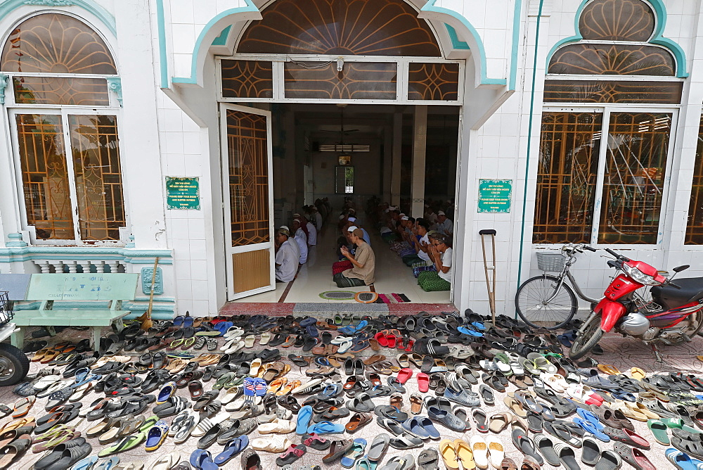 Muslim men at the Friday prayer (Salat), Masjid Nia'mah Mosque, Chau Doc, Vietnam, Indochina, Southeast Asia, Asia
