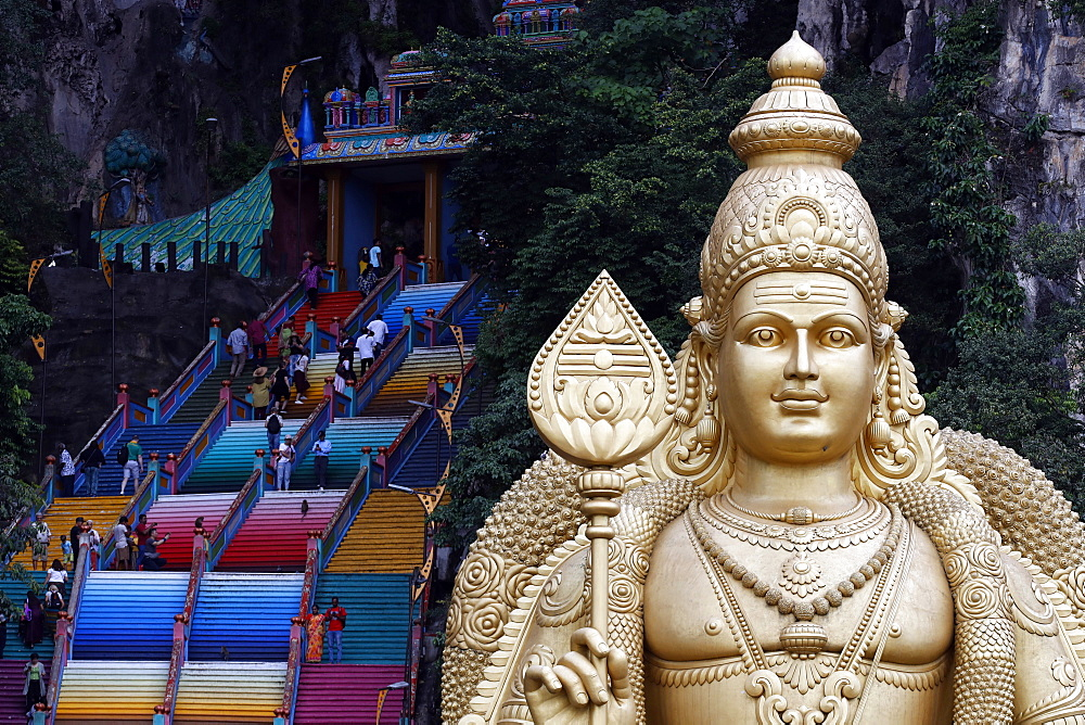 Entrance and the giant statue of Murugan, the Hindu God of War, Hindu Temple and Shrine of Batu Caves, Kuala Lumpur, Malaysia, Southeast Asia, Asia