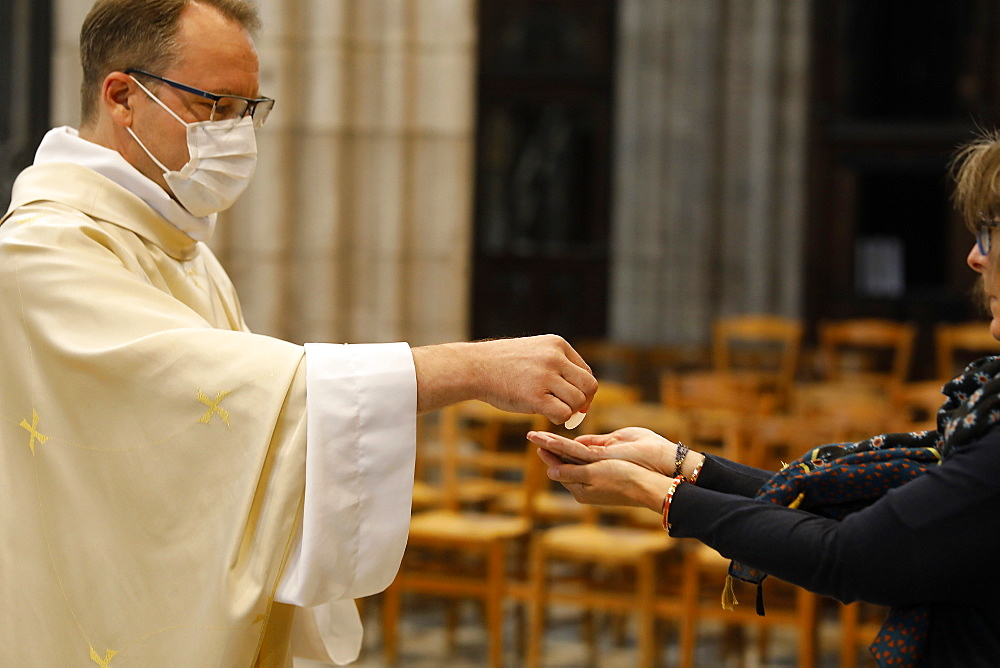 Holy Communion, Ascension Mass in Notre Dame Cathedral, Evreux, France, Europe - 809-8117