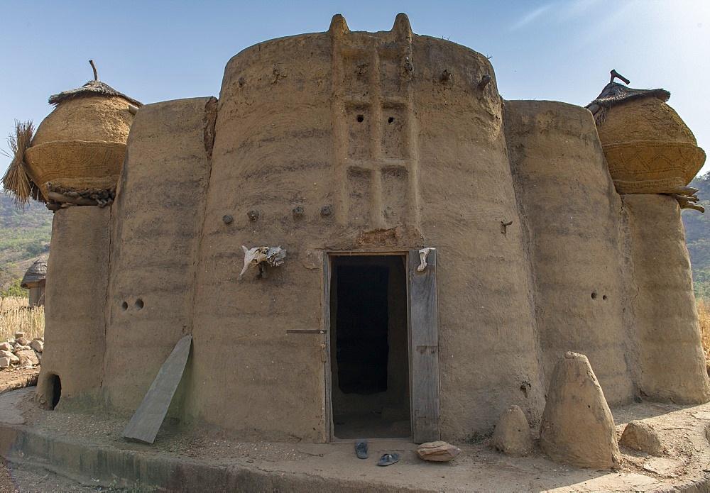 Earth tower house, called takienta, of Batammariba people in Koutammakou region, La Kara, Togo, West Africa, Africa - 809-8158