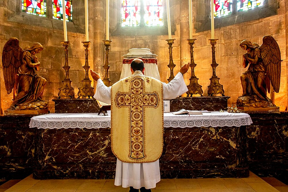 Mass in St. Nicolas's church, during 2019 lockdown, Beaumont le Roger, Eure, France, Europe - 809-8181