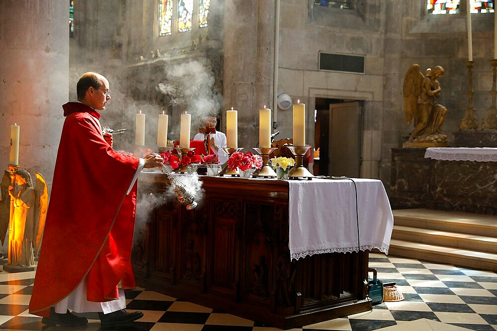 Pentecost Mass in St. Nicolas's church, Beaumont-le-Roger, Eure, France, Europe - 809-8183