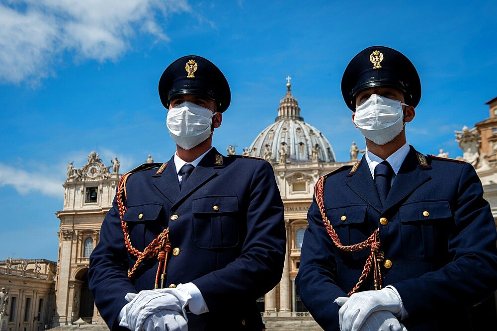 Italian policemen on Saint Peter's Square, Vatican, Rome, Lazio, Italy, Europe - 809-8187