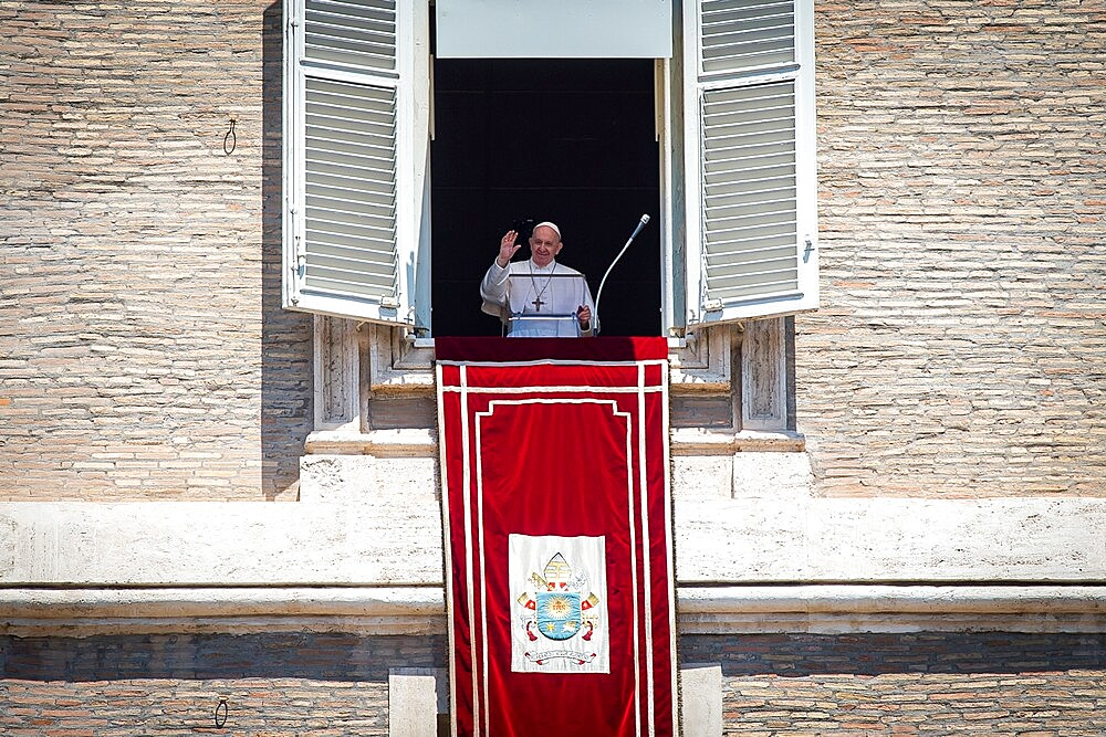 Pope Francis delivers his blessing during the Regina Coeli from the window of his private studio, Vatican, Rome, Lazio, Italy, Europe - 809-8189