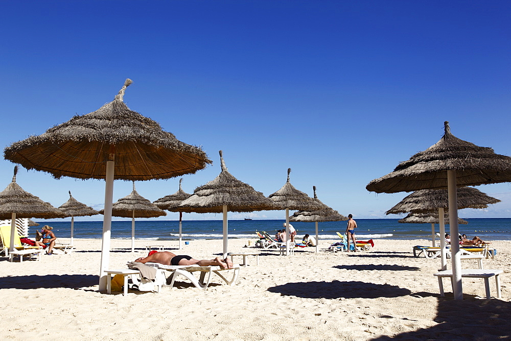 Beach scene in the tourist zone of Sousse, Gulf of Hammamet, Tunisia, North Africa, Africa - 813-200