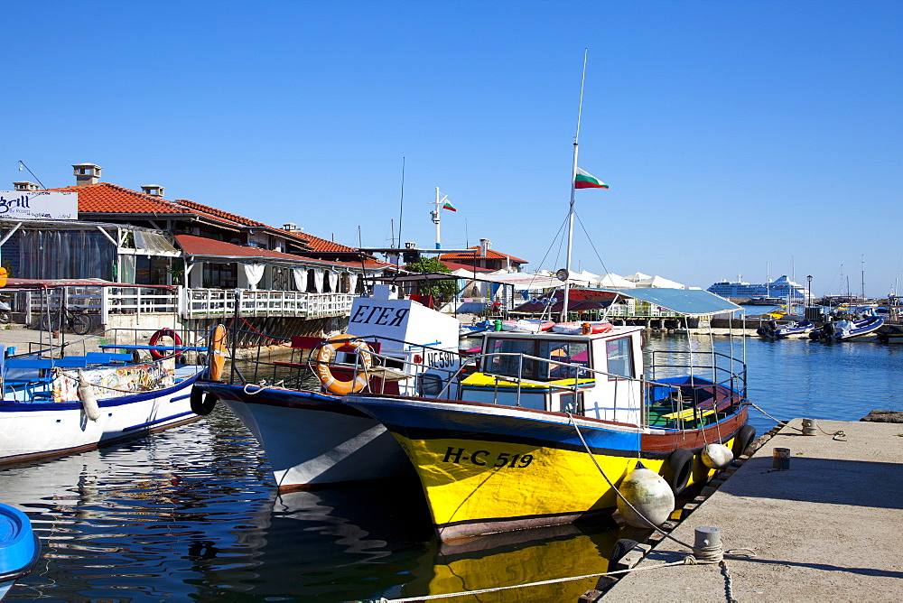 Boats and restaurants along the harbour quay, Nessebar, Black Sea, Bulgaria, Europe - 813-277