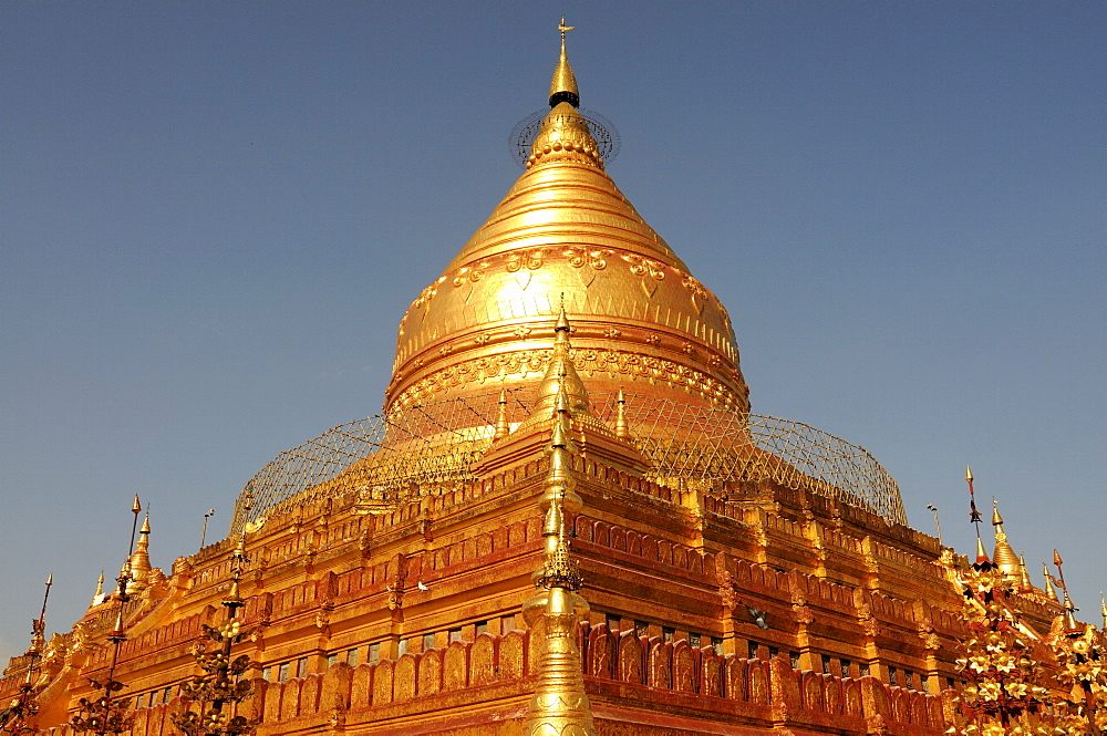 Shwe Zigon Paya, a golden temple in Bagan area, Myanmar, Asia - 816-2842