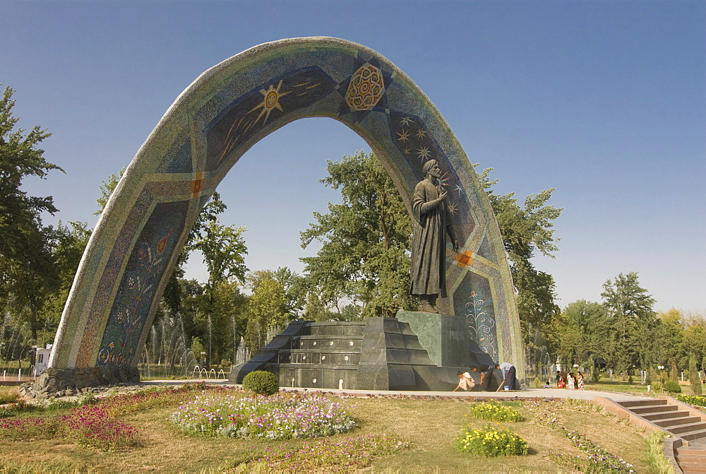 Statue of Ismail Samani (Ismoili Somoni), as memorial, Dushanbe, Tajikistan, Central Asia
