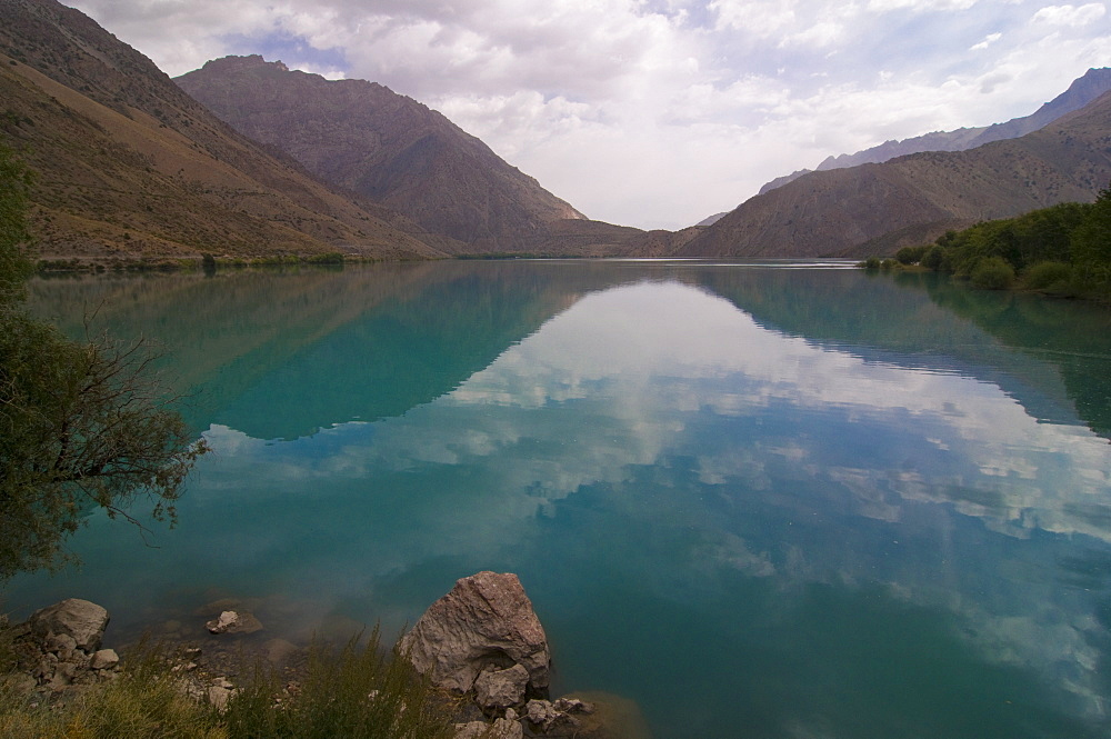 Turquoise Iskanderkul Lake (Alexander Lake) in Fann Mountains, Tajikistan, Central Asia