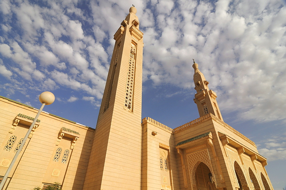 The central mosque of Nouakchott sponsored by Saudi Arabia, Nouakchott, Mauritania, Africa