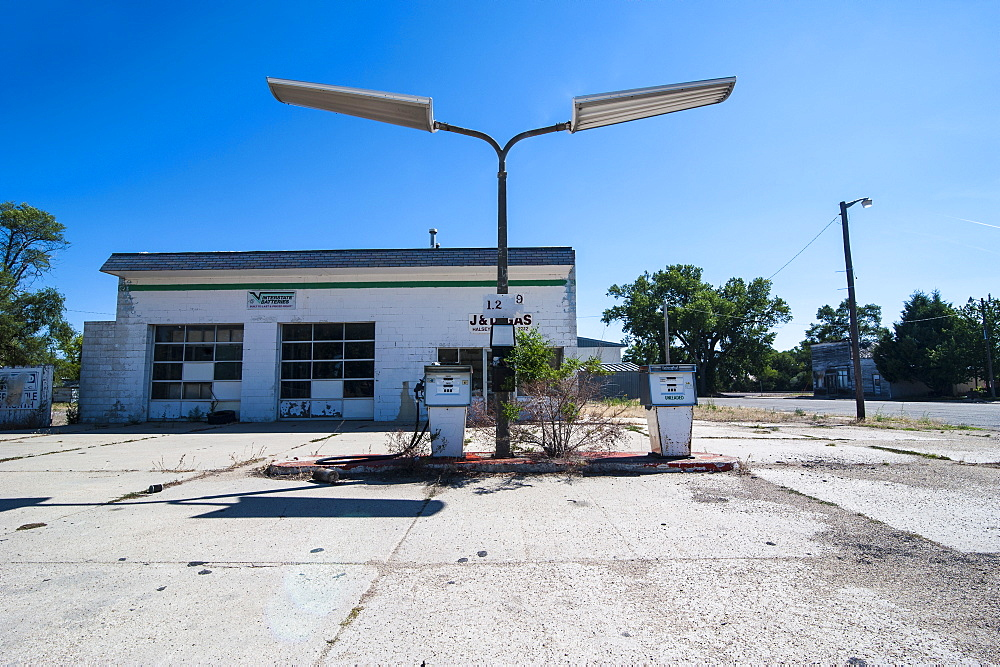 Abandonend petrol station along Route two through Nebraska, United States of America, North America