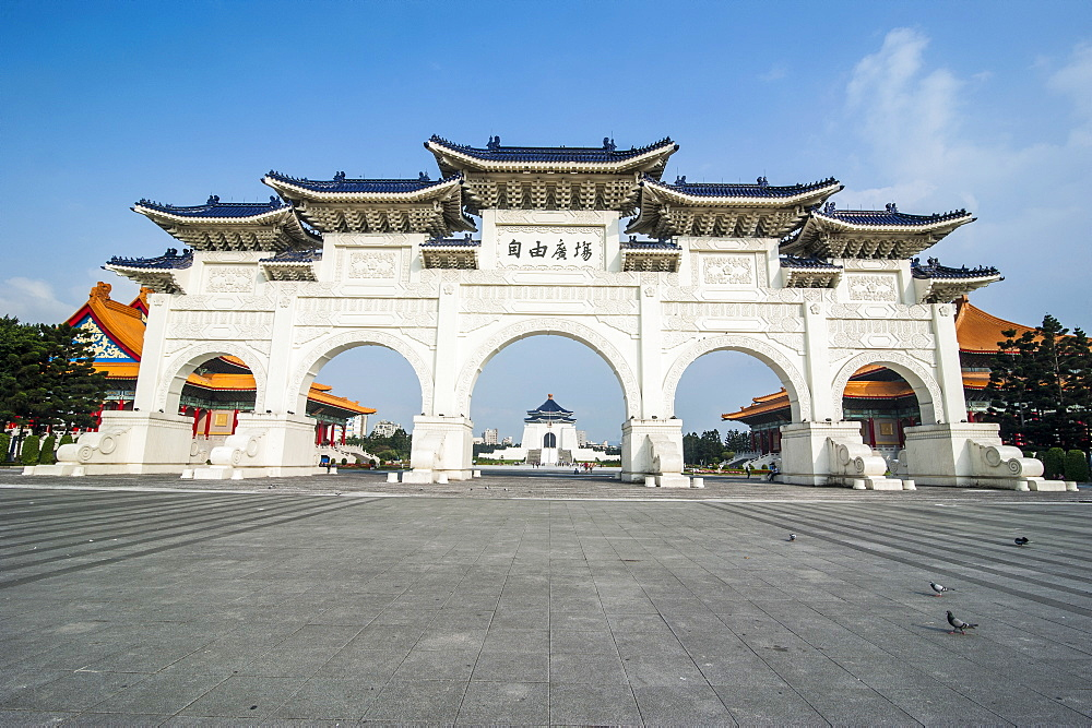 Huge gate in front of the Chiang Kai-Shek Memorial Hall, Taipei, Taiwan, Asia