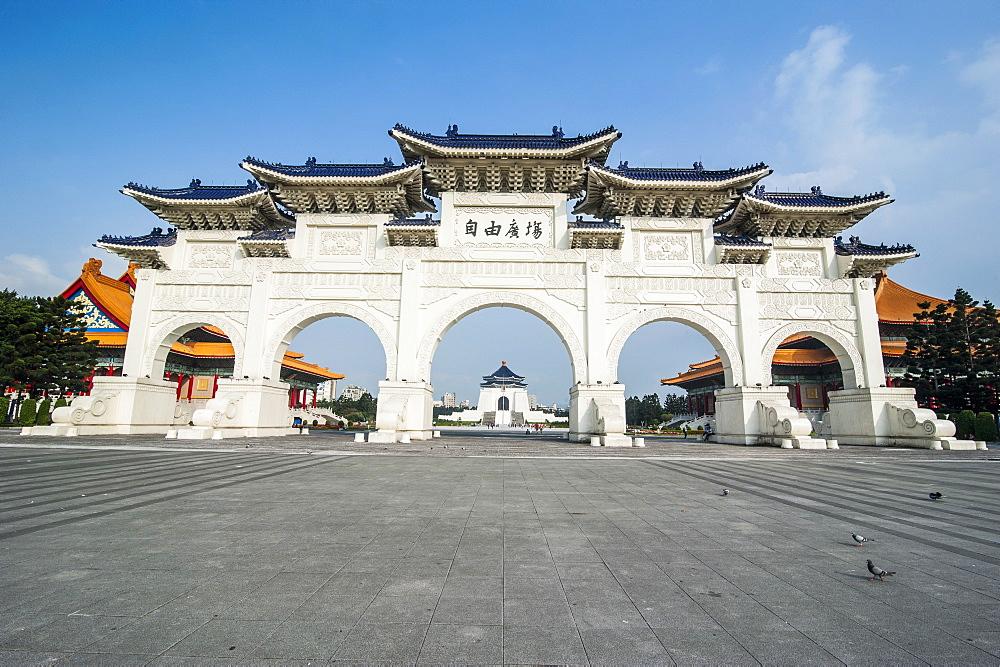 Huge gate in front of the Chiang Kai-Shek Memorial Hall, Taipei, Taiwan, Asia