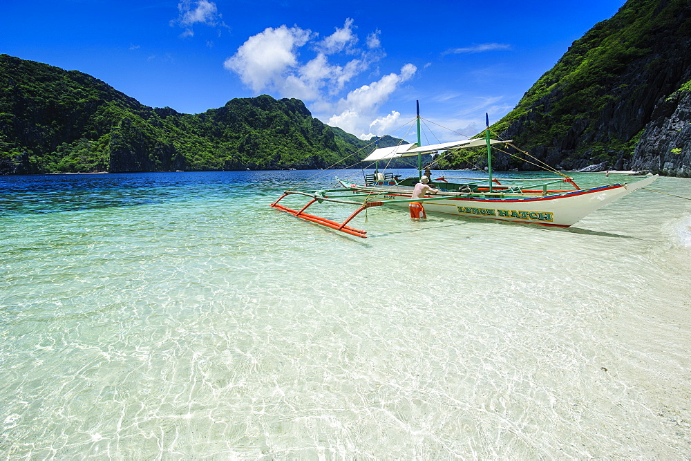 Outrigger boat in the crystal clear water in the Bacuit archipelago, Palawan, Philippines, Southeast Asia, Asia