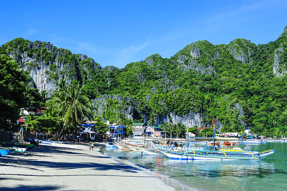The bay of El Nido with outrigger boats, Bacuit Archipelago, Palawan, Philippines, Southeast Asia, Asia