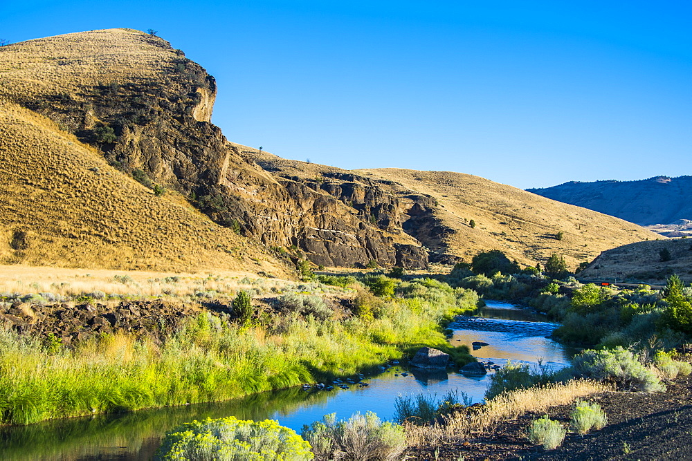 Mighty John Day River flowing through the Sheep Rock unit in the John Day Fossil Beds National Monument, Oregon, United States of America, North America