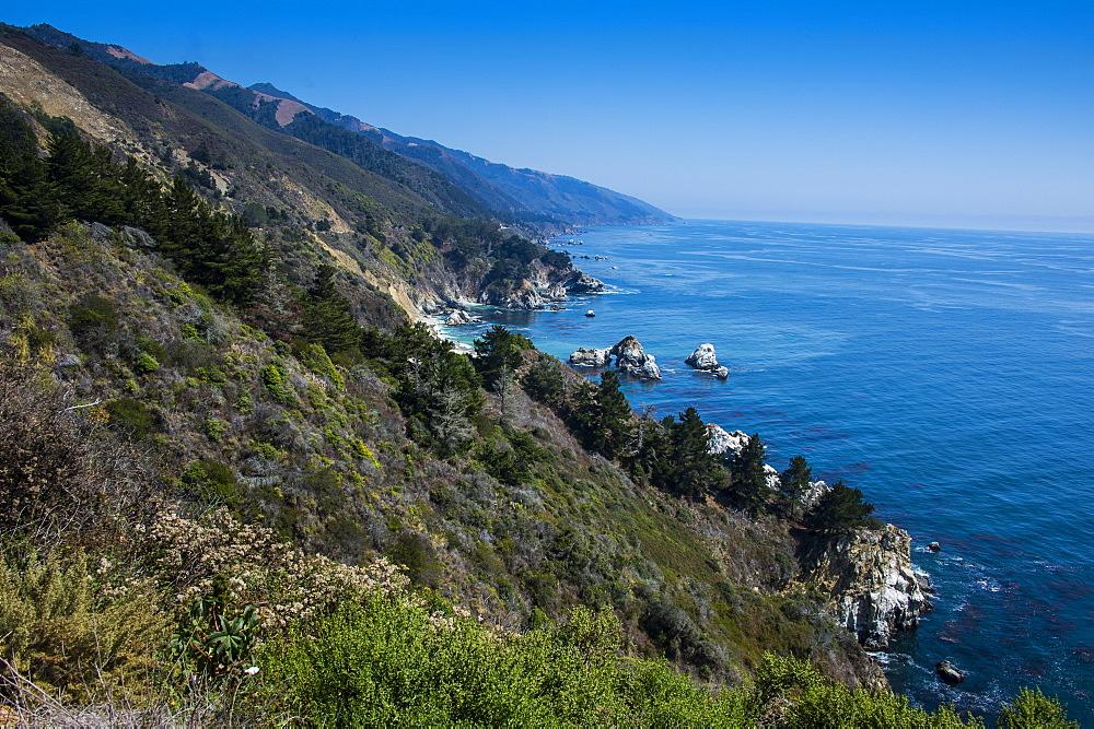 Overlook over the rocky coast of Big Sur, California, USA