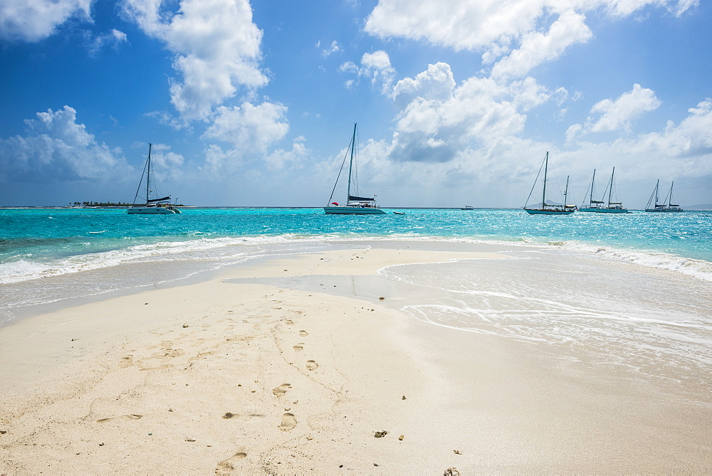 White sand bank in the turquoise waters of the Tobago Cays, The Grenadines, St. Vincent and the Grenadines, Windward Islands, West Indies, Caribbean, Central America