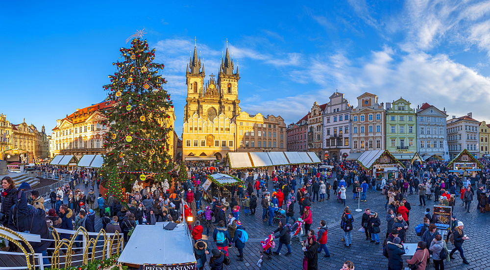 Church of Our Lady Before Tyn and Christmas Markets, Staromestske namesti (Old Town Square), Stare Mesto (Old Town), UNESCO World Heritage Site, Prague, Czech Republic, Europe - 828-1177