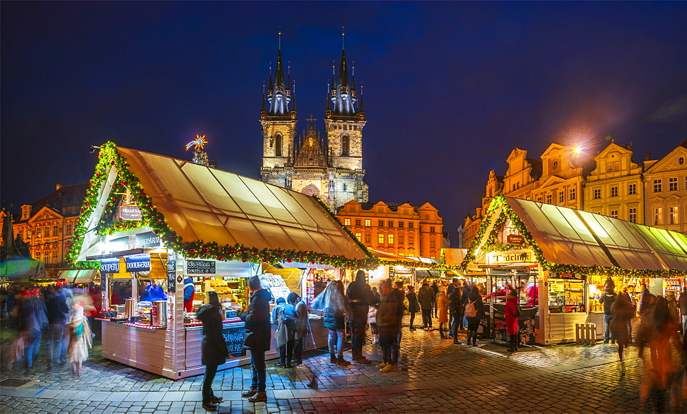 Church of Tyn and Christmas Markets, Staromestske namesti (Old Town Square), Stare Mesto (Old Town), UNESCO World Heritage Site, Prague, Czech Republic, Europe - 828-1179