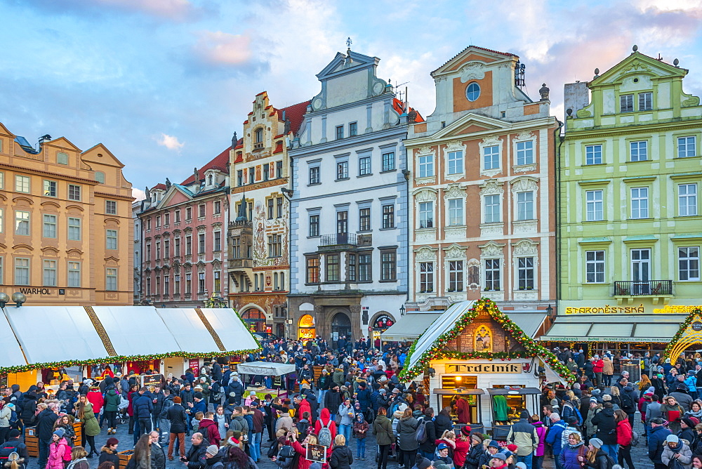 Christmas Market, Staromestske namesti (Old Town Square), Stare Mesto (Old Town), UNESCO World Heritage Site, Prague, Czech Republic, Europe - 828-1183